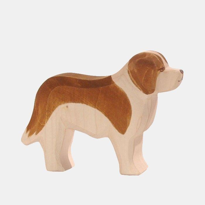 Handbemalte Holz-Spielfigur aus massivem einheimischem Ahornholz    Der Bernhardiner oder auch Sankt Bernhardshund genannt, gilt seit 1884 als Schweizer Nationalhund. Ursprünglich wurden die Hunde zur Unterstützung der Mönche des Hospizes auf dem Großen Sankt Bernhard geholt und hatten dort vielerlei Aufgaben. Unter anderem wurden sie als Sennhunde eingesetzt, aber auch als Suchhunde bei Lawinen. Der Bernhardiner ist ein großer, kräftiger Hund, der vom Wesen als ruhig und ausgeglichen gilt…