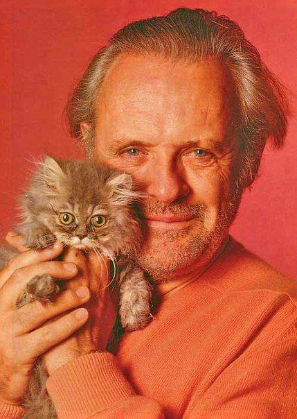 Актёр с невероятно сильным взглядом, Энтони Хопкинс. Здесь - очень милое фото с котёнком :)