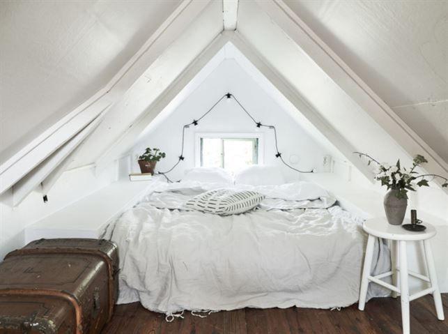Kolonistugan har ett mysigt sovloft.