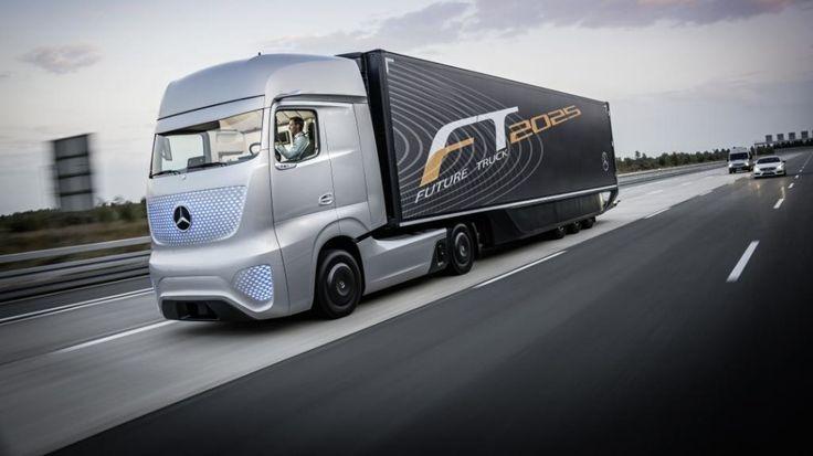 Wprawdzie prototypowa ciężarówka z zewnątrz bardzo nie różni się od najnowszych modeli, ale w środku to nafaszerowana elektroniką maszyna wyposażona w autopilota. http://tvn24bis.pl/informacje,187/tir-na-autopilocie-mercedes-szykuje-rewolucje,475623.html