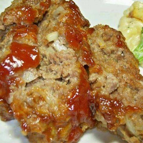 Cracker Barrel Meatloaf :http://recipescool.com/cracker-barrel-meatloaf-3/