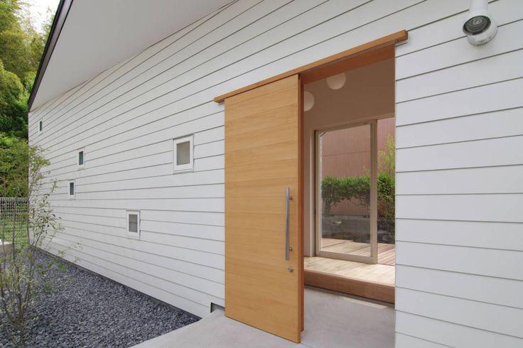 ウタグチシホ建築アトリエ/Utaguchi Architectural Atelier の モダンな 家 稜線の家