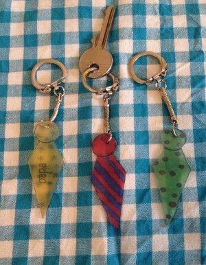 Vaderdag knutselen maak een stropdas sleutelhanger van krimpfolie