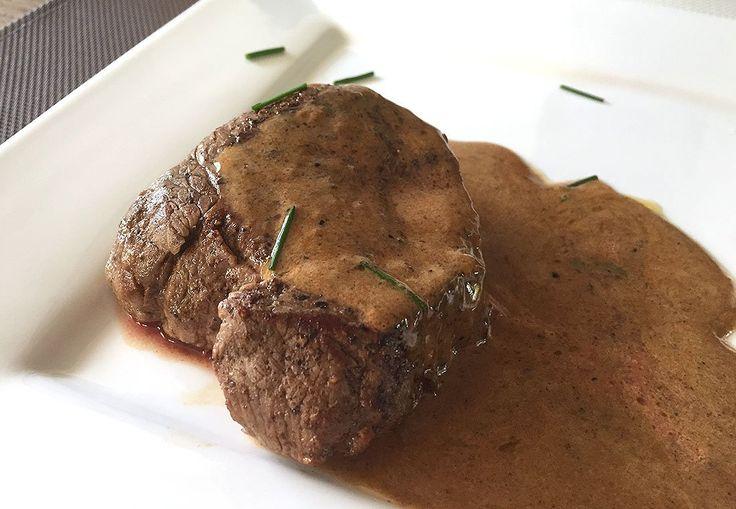 Afgelopen weekend heb ik voor het eerst de biefstuk van mijn Blonde d'Aquitaine met oornummer 1279 (ja, traceerbaar van stal naar pan!) geproefd. Alsof er een engeltje over mijn tong pieste. Het magere rundvlees uit het vleespakket van Sameneenkoekopen.nl smaakte heerlijk mals, zoiets had ik nog niet eerder geproefd. Om deze eerste Blonde d'Aquitaine-maaltijd te …