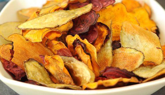 Chips de vegetales horneados. Caseros, deliciosos y sanos ¿qué mejor?