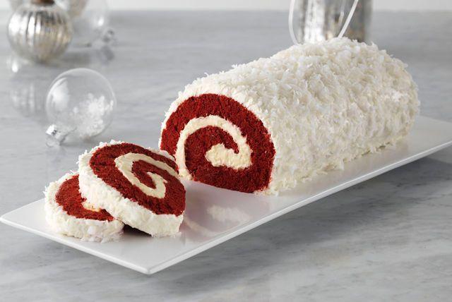 Bûche de Noël au gâteau velours rouge. Êtes-vous à la recherche d'un dessert des Fêtes qui impressionnera vingt convives ? Ne cherchez plus ! Illuminez votre repas des Fêtes grâce à ce dessert composé d'un gâteau velours rouge, d'une garniture à la vanille et d'un délectable glaçage au fromage.