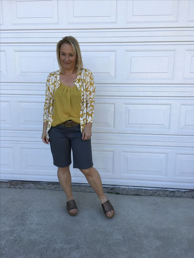 Fashion over 40 / grey shorts and summer sweater set