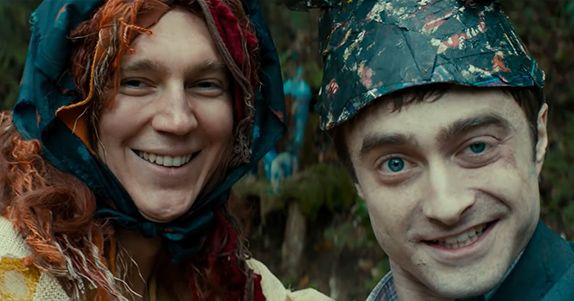 SWISS ARMY MAN ecco un divertente video musicale con karaoke del surreale zombie-movie con DANIEL RADCLIFFE