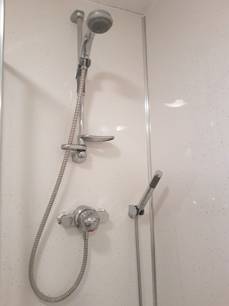 7. With the bath and aquapanel fitted we could have our ...