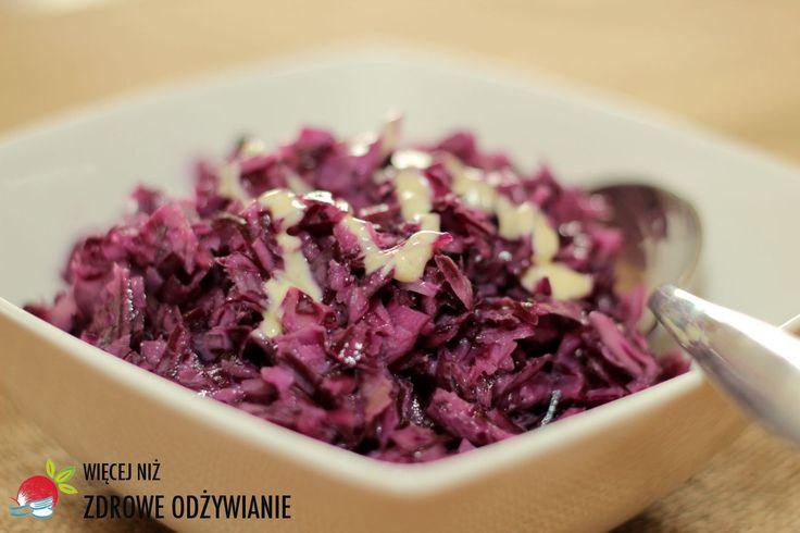 Surówka z czerwonej kapusty to doskonały sposób na zapewnienie stałego dopływu witamin i minerałów. Zdrowe Odżywianie, Zdrowe przepisy, zdrowe jedzenie.