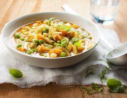 Une recette de l'application mon cookeo . Une recette de saison . Ingrédients pour 4 personnes. 35 g de mini penne (petites pâtes) 2 gousses d'ail hachée 135 g d'haricots blancs cuits en conserve 35 cl de jus de tomate 265 g de macédoine surgelée 2 càc...