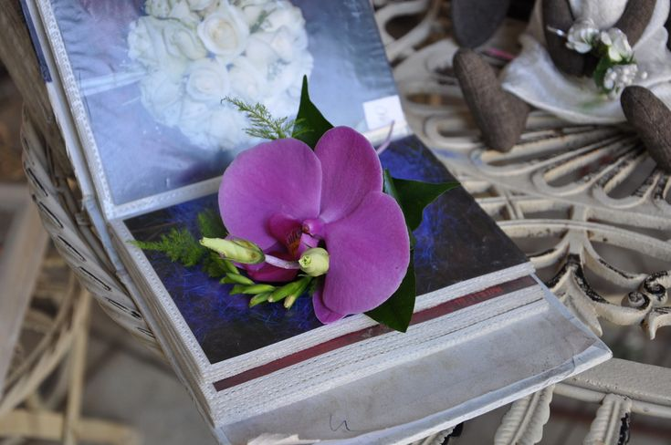 #Cocarda pentru #Mire Violeta din #orhidee. #butoniere