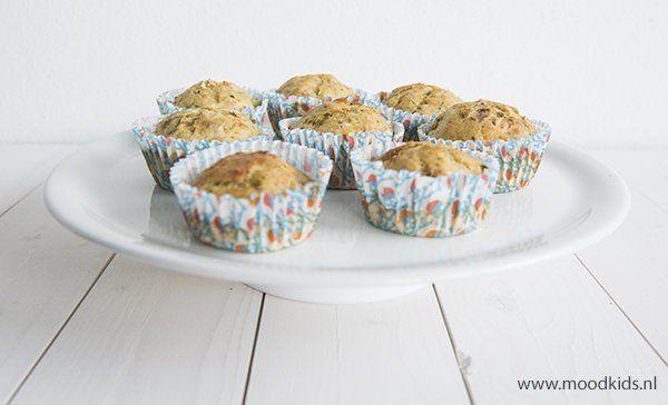 We hebben mega veel courgettes in de moestuin. Ik bedacht daarom muffins met courgette en tonijn. Ook lekker voor in de lunchtrommel. #courgette #muffins #tonijn