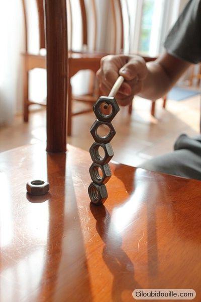 Anniversaire pour adolescents | Ciloubidouille : idée activité boulon à empiler avec baguettes