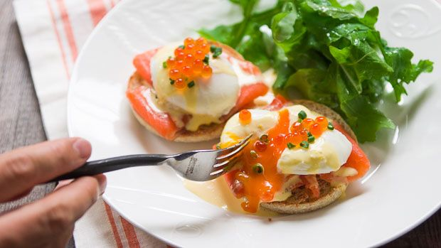 Make this eggs royale recipe with eggs, hollandaise sauce, salmon, salmon caviar and English muffins. Find the breakfast recipe at PBS Food.