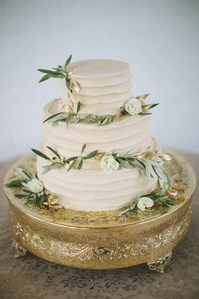 Beige cake with olive branches: http://www.stylemepretty.com/wisconsin-weddings/milwaukee/2015/06/17/grecian-aphrodite-inspired-bridal-shoot/ | Photography: Willow & Stone - http://willowandstonephotography.com/
