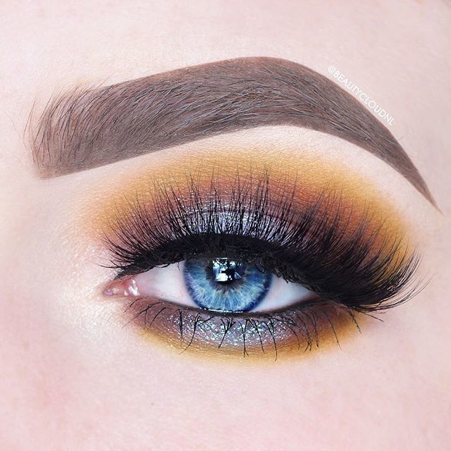 Mustards make blue eyes pop!  Full eye look using #VENUS2 via @beautycloudnl