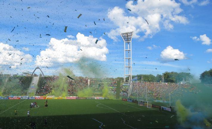 ALDOSIVI El imponente recibimiento de los hinchas al equipo  A las 16.50, los jugadores de Aldosivi saltaron al campo de juego y tuvieron una emotiva recepción por parte de los hinchas: reviví ese momento con un video de 0223.   Por: Redacción 0223