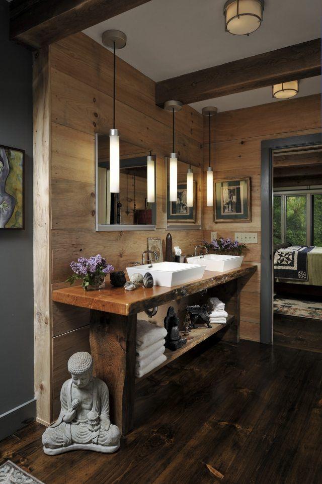 une statuette Buddha et un meuble vasque de bois dans la salle de bain zen