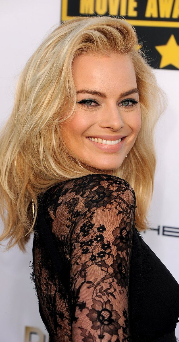 There's nothing wrong with sticking with what you know, just like blonde beauty Margot Robbie!