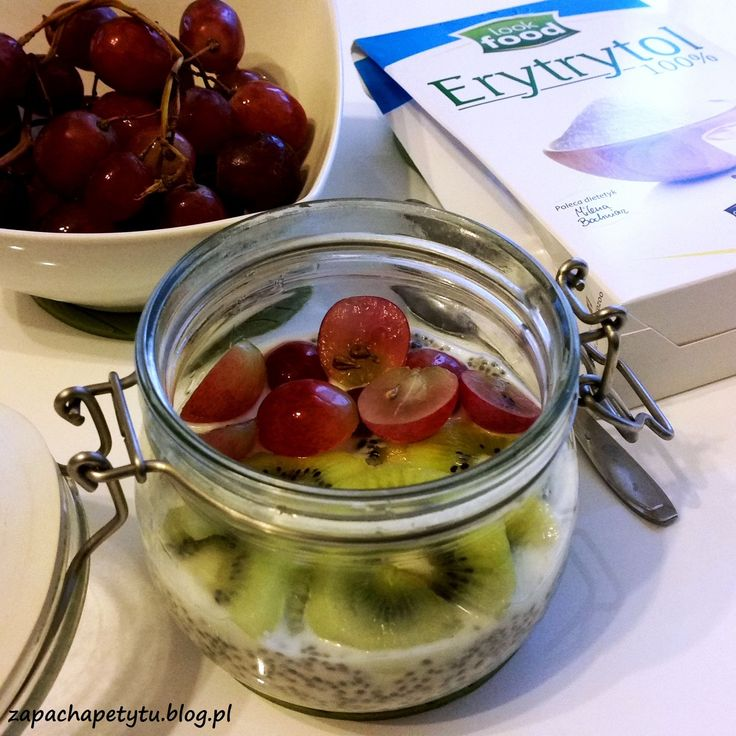 Chia pudding with kivi and grapes  #zapachapetytu #chia #pudding