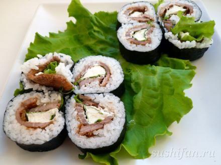 """Суши с мясом - Ингредиенты:  Рис для суши нори салат Мясо (свинина) сыр """"Альметте"""" творожный"""