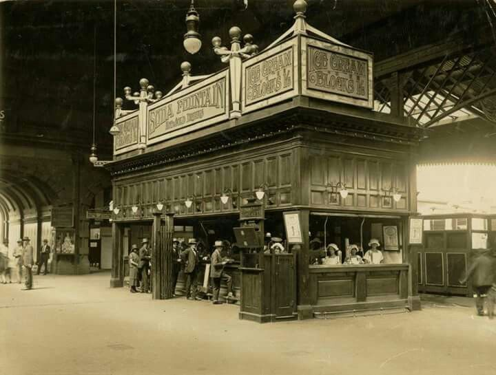 Food kiosk at Central Railway Station in Sydney (currently Country Terminal).