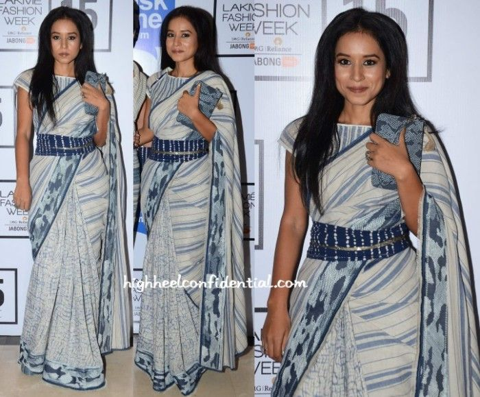See! there are ways to pimp up the saree without ruining it!