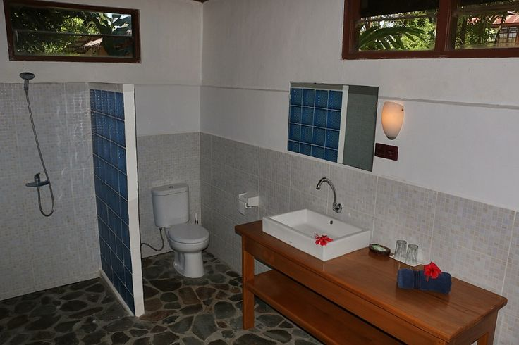 Mapia Resort Manado . Garden View Cottage Bathroom . Celebes Divers