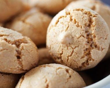 Bílkové ořechové pusinky