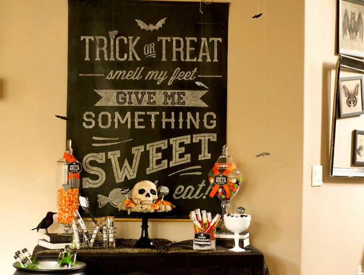 Halloween Chalk Board Sign #modernmoments #jessicawilcox