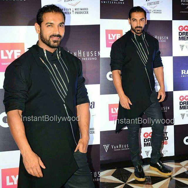 Look of the week. John Abraham looked uber cool at GQ Style  Awards.#DoubleTap @InstantBollywood ❤❤❤ . #johnabraham #dishoom #sonakshisinha #force2 #jacquelinefernandez #varundhawan #gqstyleawards #indianman #indianmen #delhi #noida #gurgaon #chandigarh #hyderabad #surat #pune #bangalore #kolkata #chennai #cochin #ahmedabad #rajkot