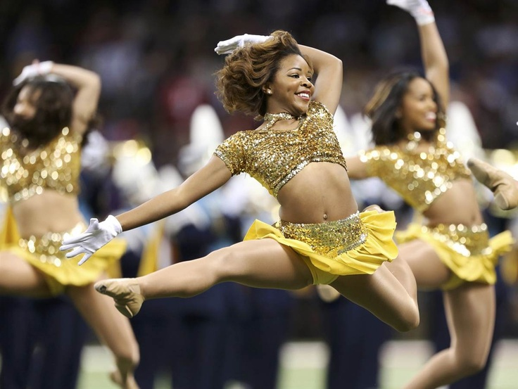 Super Bowl cheerleaders give it their all. (Photo: Sean Gardner / Reuters) #Cheerleading #SuperBowl #SB47