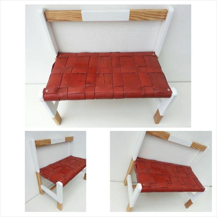 Kinderbankje van hout bekleed met gerecyclede rode rubberen banden. Tevens witte accenten geschilderd.   Afm. 58 x 55 x 30 cm. € 22,00  www.facebook.com/stoeruhzaken.nl