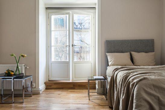 Bråvallagatan Stockholm Bedroom balcony top floor beige grey Fantatstic Frank
