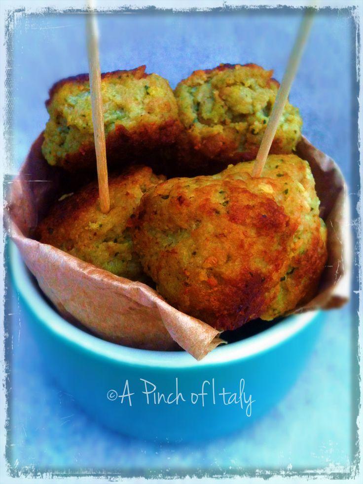 Le Polpette di Zucchine e Macinato sono deliziose sia calde come secondo, che fredde per un antipastino estivo. Perfetto fingerfood per grandi e piccini