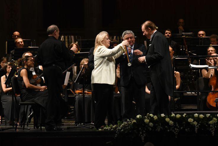 Ferruccio Furlanetto riceve il Cavalierato di Verdi (foto Roberto Ricci)