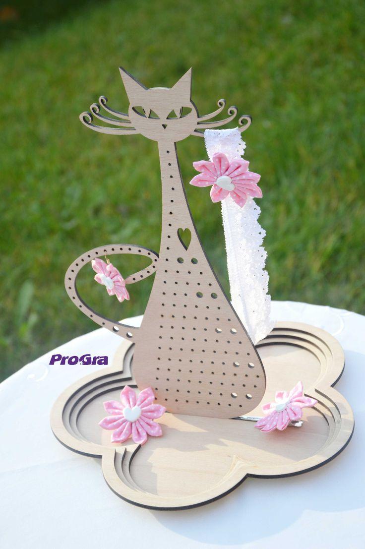 http://www.progra.sk/products/mica-paradnica-stojan-na-sperky/