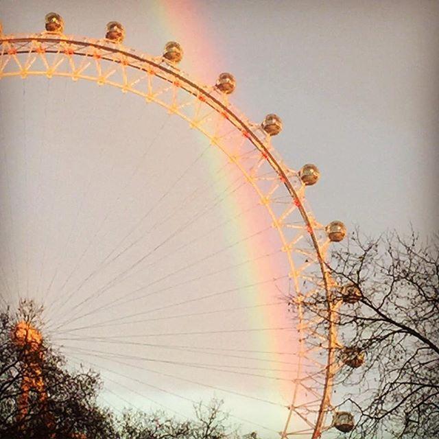 Que suerte de ver este espectáculo colorido en una ciudad de cielos grises