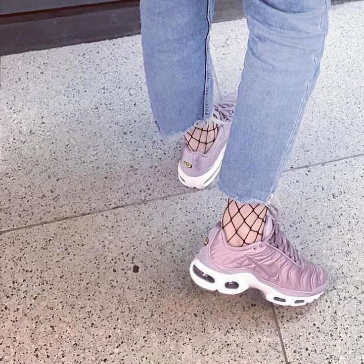 Sneakers women - Nike Air Max Plus Satin (©planckie_brewster)