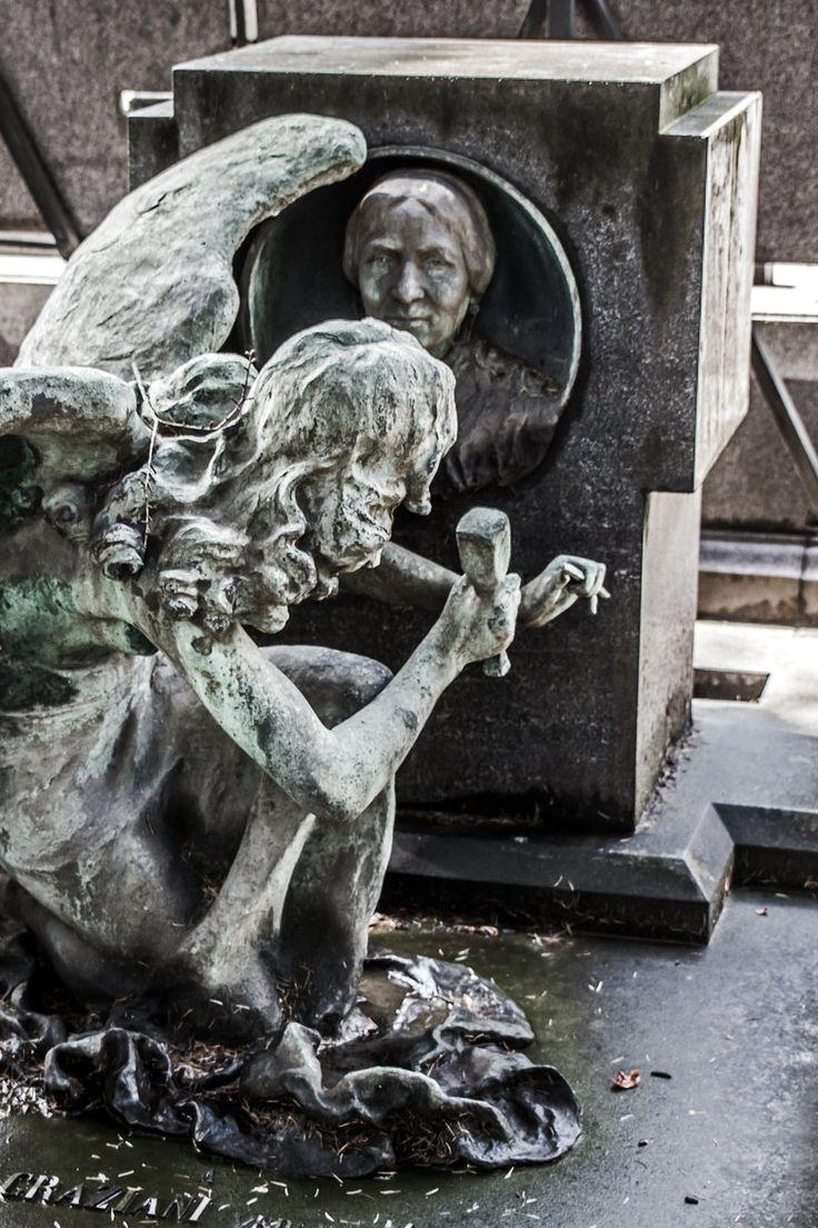 Working angel Cimitero Monumentale di Milano, Italia