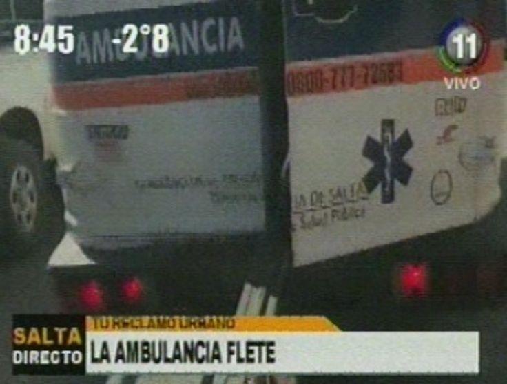 """¿Y los pacientes? : una ambulancia era utilizada como """"flete"""": El vehículo de uso público llevaba materiales para la construcción por el…"""