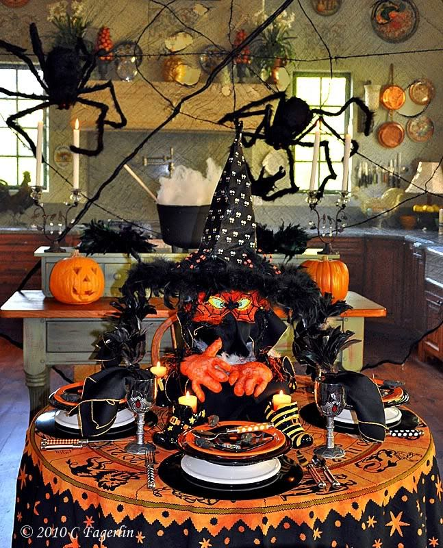 vintage halloween tablescapes the little round table - Halloween Place Settings