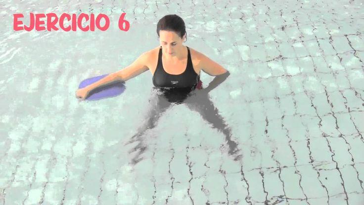 Aquagym: ejercicios en el agua con la tabla.