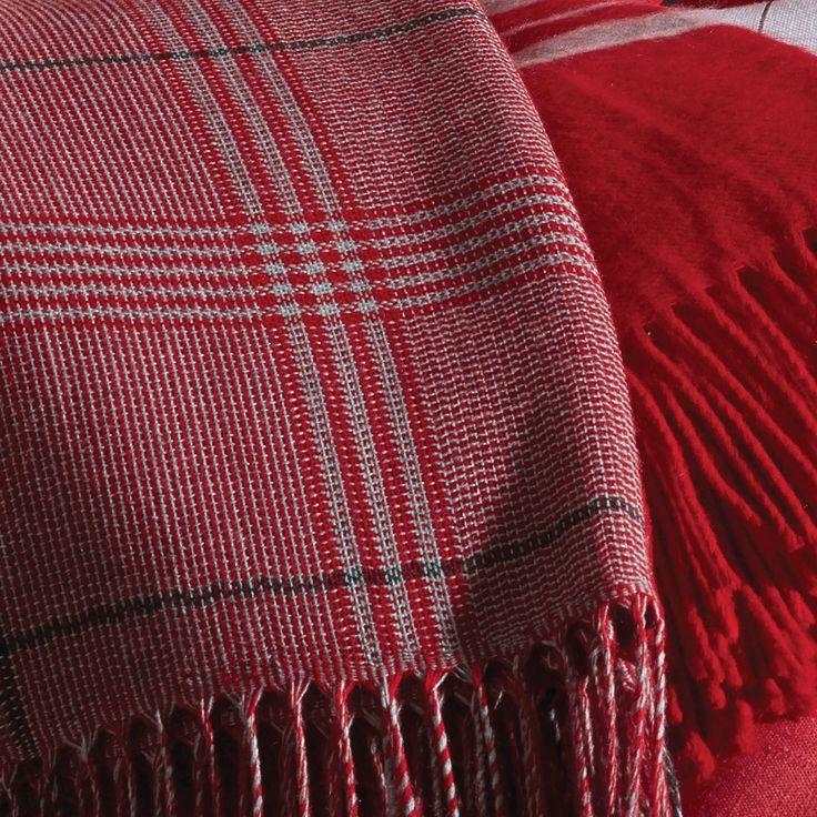 Plaid rouge écossais en acrylique   #plaid #ecossais #carreaux #rouge #déco