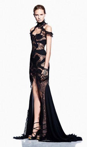 Alexander McQueen❇❇❇❇Las colecciones siempre se superan unas a otras y la muestra es este espectacular vestido de Night◼◼◼