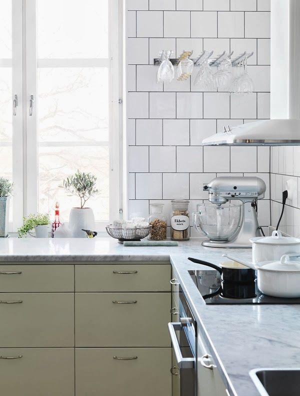 Kjøkkenbenk ved vinduet