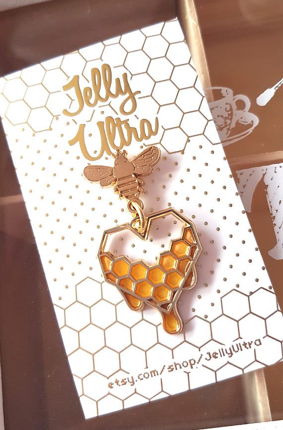A dangling honeycomb enamel pin inspired by the popular handmade drippy honeycomb series ! ♡ This pin measures 4.8cm from top of the bee to the bottom of the honeycomb heart and features gold colored metal with soft translucent yellow enamel details. ♡♡♡ WOULD YOU LIKE CHEAPER SHIPPING?