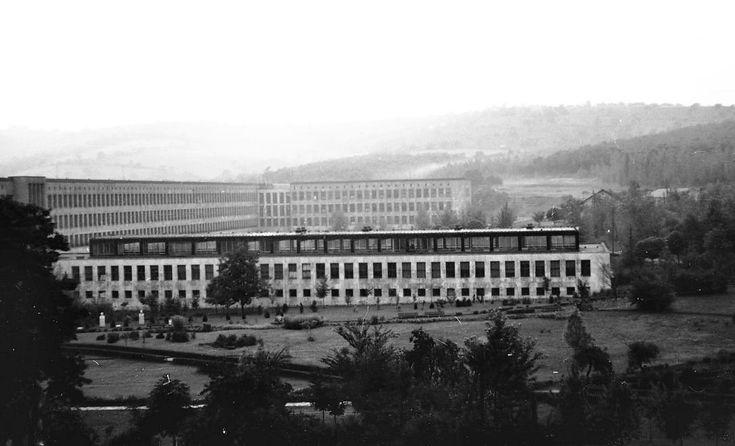 Egyetemváros, Nehézipari Műszaki Egyetem (ma Miskolci Egyetem), főépület a kollégiumok felől nézve. 1966