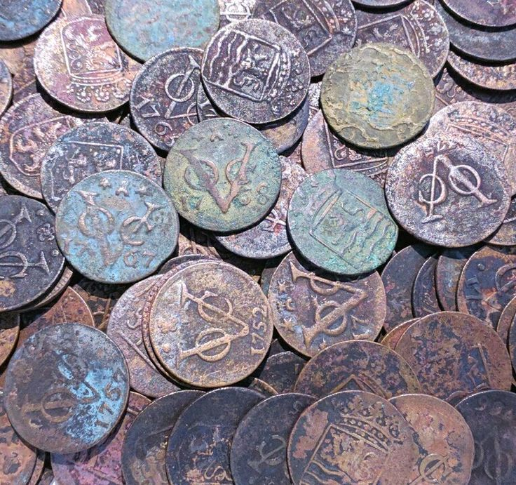 Old copper VOC coins aka Dutch East India Company. Vereenigde Oostindische Compagnie. These coins were used through the Dutch colonies around the world 1602 to 1799. These are from Indonesia. www.kulukgallery.com #oldcoins